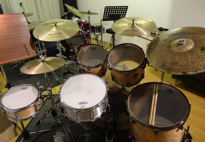 Zwei Schlagzeuge für den Schlagzeugunterricht in Köln